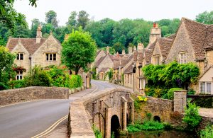 walking-holidays-uk-cotswolds-walks-village-scene